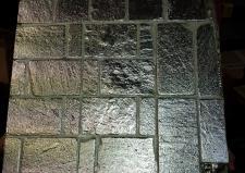 Pannello in piastrelline di sasso argentate