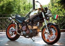 Ducati Monster Avatar con diversi particolari argentati col. Cromo premiata per la fiera Motociclo di Milano