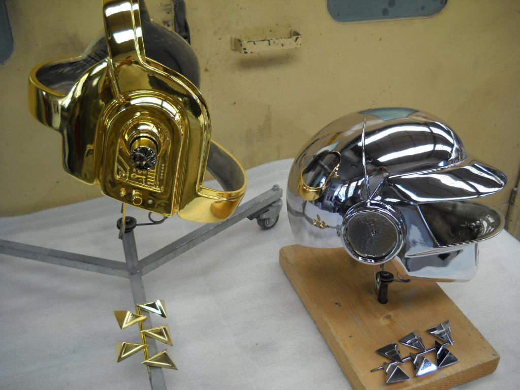 Caschi dei DAFT PUNK mod. oro e cromo.